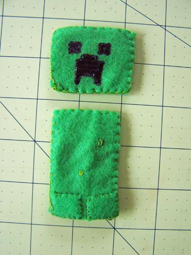 Minecraft Creeper felt finger puppet tutorial www.createinthechaos.com