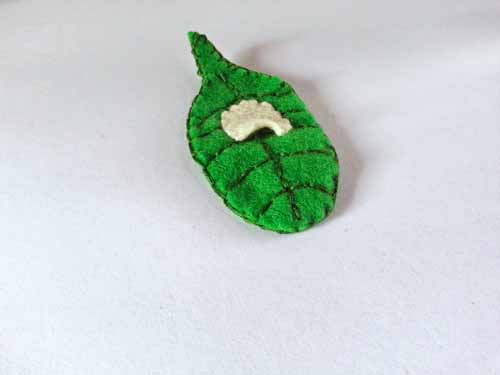 Learn how to make a felt toy life cycle of a caterpillar & butterfly with this free pattern www.createinthechaos.com