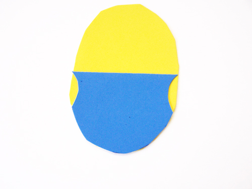Super easy minion craft using dollar store supplies - perfect for a kids minion party www.createinthechaos.com