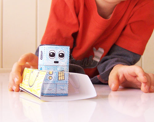 Does your child love robots and to craft? Here are 5 awesome Robot printables crafts and activities for kids - includes robot blocks, robot masks, papercraft robots, robot car toy, and a build your own robot. A whole set of easy printable toys to make
