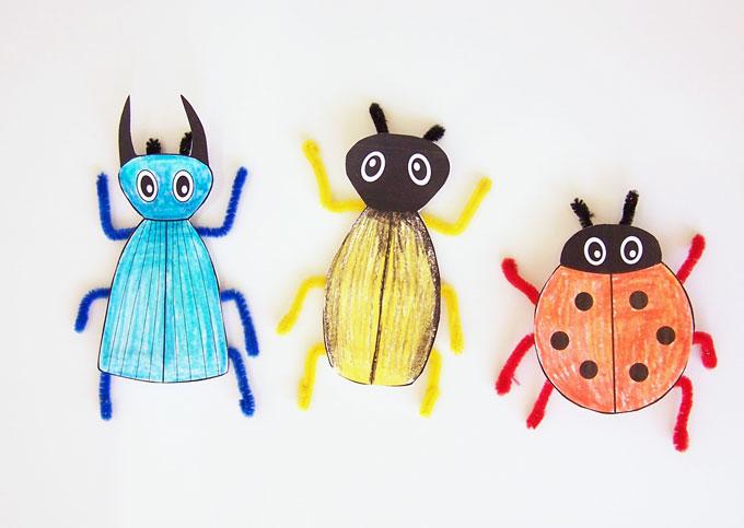 Simple printable bug craft using a free printable template and pipe cleaners. Easy kids activity that goes great with learning about bugs www.createinthechaos.com