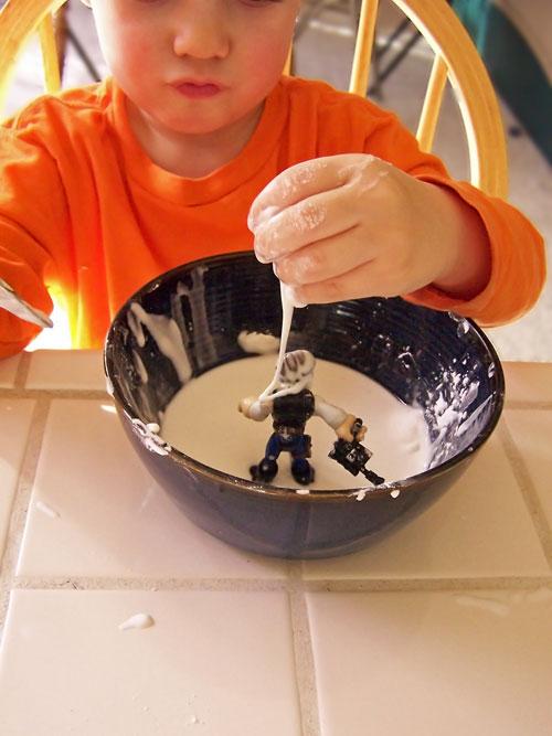 Corn free allergen friendly oobleck recipe www.createinthechaos.com