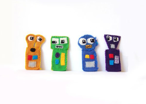 DIY Felt robot finger puppets - includes a free printable pattern www.createinthechaos.com