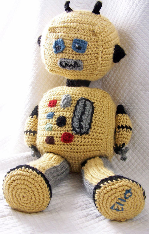 giant-crochet-robot