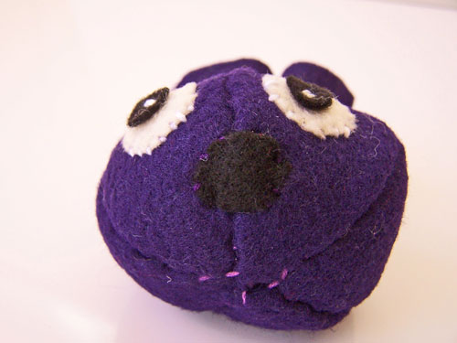 Easy sewing project - Mini felt monster tutorial with free pattern www.createinthechaos.com