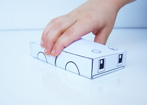 Free printable robot craft for kids - a fun and simple papercraft activity www.createinthechaos.com