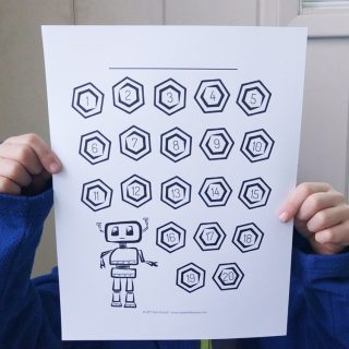 Fun robot chart printable for kids! Use it as a reading tracker or potty training chart