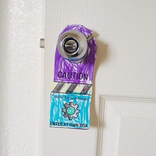 Printable robot door hangers - an easy papercraft for kids. Use for a fun craft at home or as a hands-on activity in your classroom